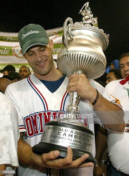 Mendis Lopez de Tigres de Licey celebra despues de ganar la Copa de la Serie del Caribe en Santo Domingo RepDominicana el 06 de Febrero de 2004 AFP...
