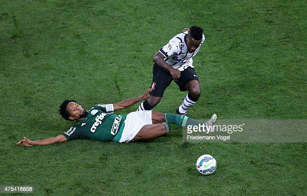 Mendoza of Corinthians fights for the ball with Ze Roberto of Palmeiras during the match between Corinthians and Palmeiras for the Brazilian Series A...