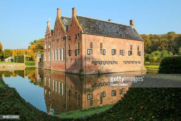menkemaborg castle in uithuizen, netherlands - frans sellies stockfoto's en -beelden