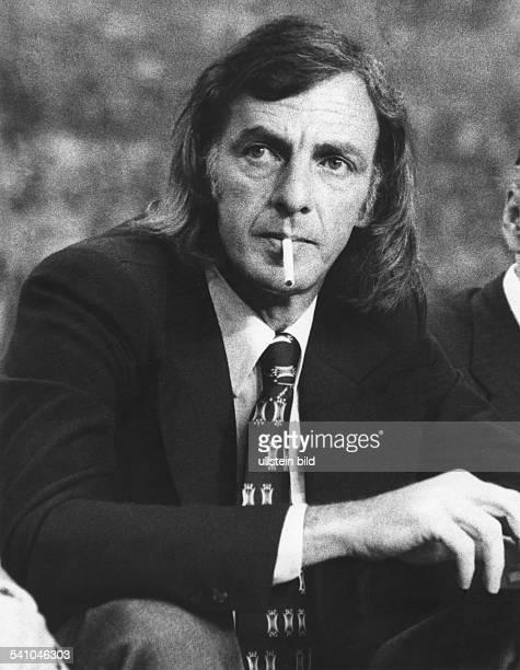 Menotti César Luis * Fußballtrainer ArgentinienNationaltrainer 'El Flaco' Portrait mit Zigarette 1982