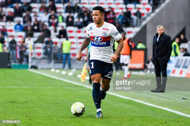 Menphis Depay of Lyon during the Ligue 1 match between OGC Nice and Olympique Lyonnais at Allianz Riviera on November 26 2017 in Nice