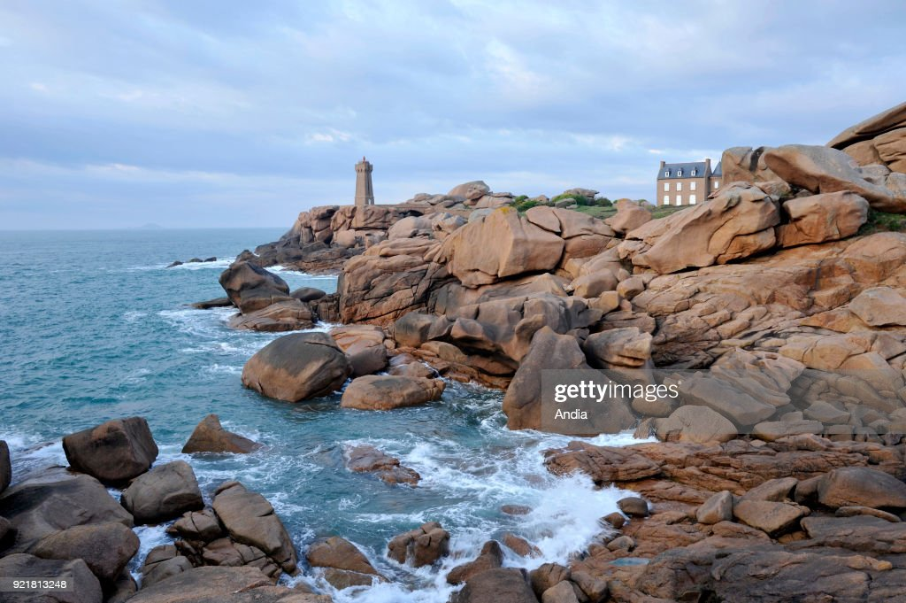 Men-Ruz Lighthouse along the coastal path at Ploumanac'h, along the 'Cote de Granit rose' (Pink Granite Coast).