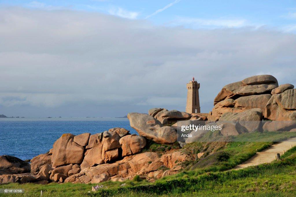 Men-Ruz Lighthouse along the coastal path at Ploumanac'h, along the 'Cote de Granit rose' (Pink Granite Coast).