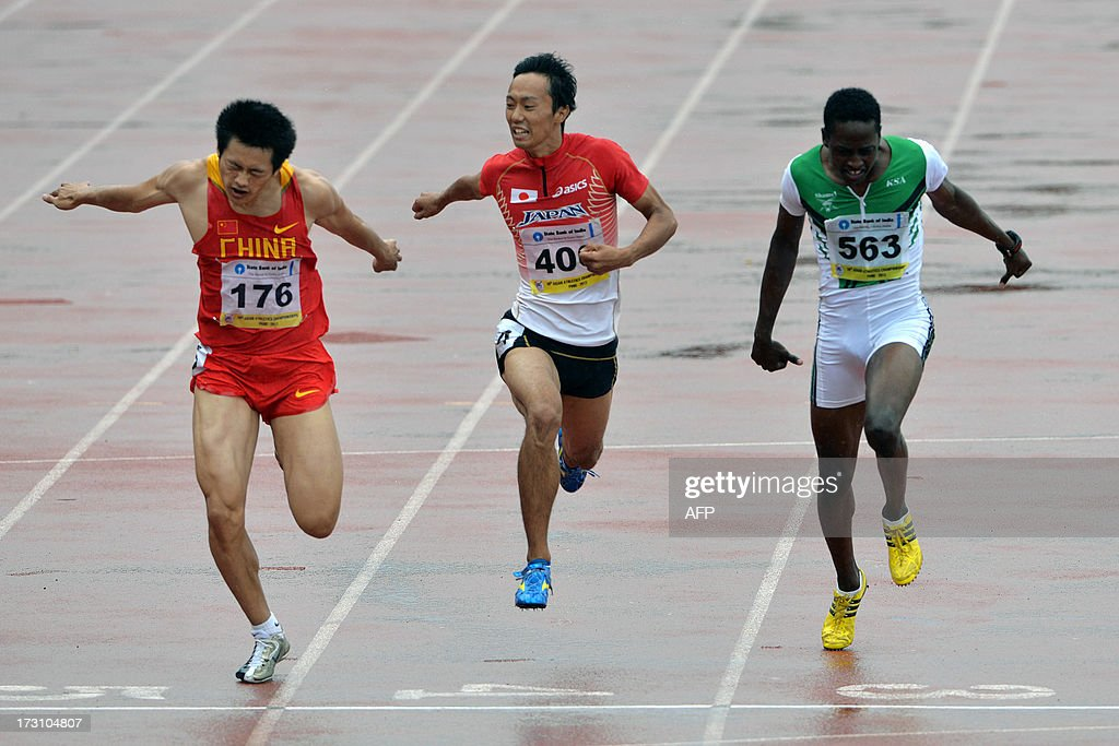 Men's 200 meters gold medal winner from China Xie Zhenye (L), silver medal winner from Saudi Arabia Fahad Mohammed Alsubaie (R) and bronze medal winner from Japan Kei Takase (C) cross the finish line on the fifth and the final day of Asian Athletics Championship 2013 at the Chatrapati Shivaji Stadium in Pune on July 7, 2013. AFP PHOTO/Manjunath KIRAN