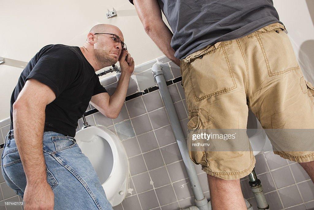 Banheiro masculino tamanho : Foto de stock