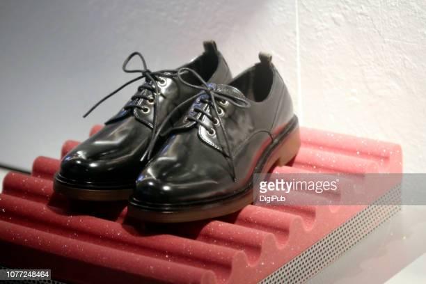 men's black leather shoes - レザー・シューズ ストックフォトと画像