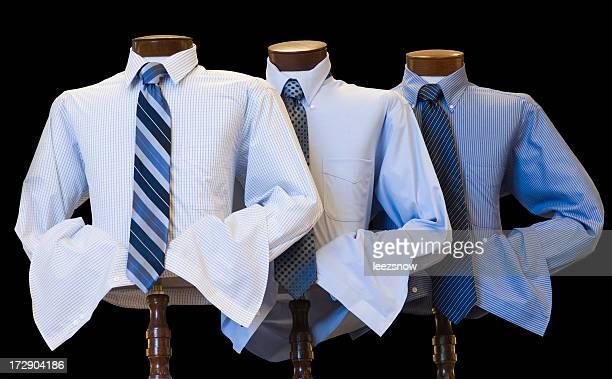 Herrenkleidung Auswahl an Hemden und Krawatten