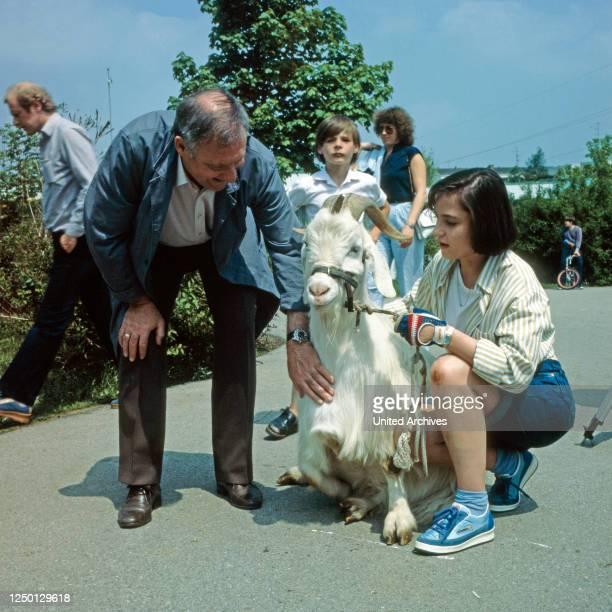 Mensch Bachmann Fernsehserie Deutschland 1984 Episode Eine Fuhre Ziegen Darsteller Rolf Schimpf Anja Jaenicke