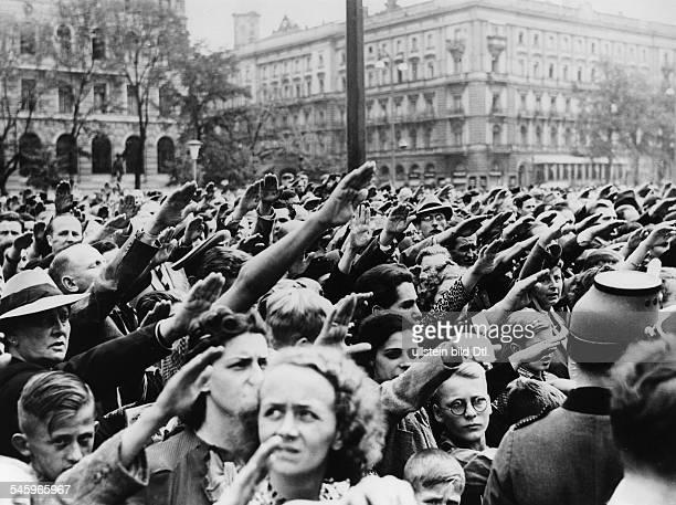 Menschenmenge auf dem Wilhelmplatz inErwartung der Rückkehr Adolf Hitlers zurReichskanzlei nach der Rede vor demReichstag in der Kroll-Oper...