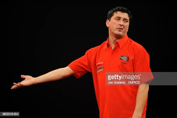 Mensur Suljovic reacts against Mark Dudbridge during their second round match