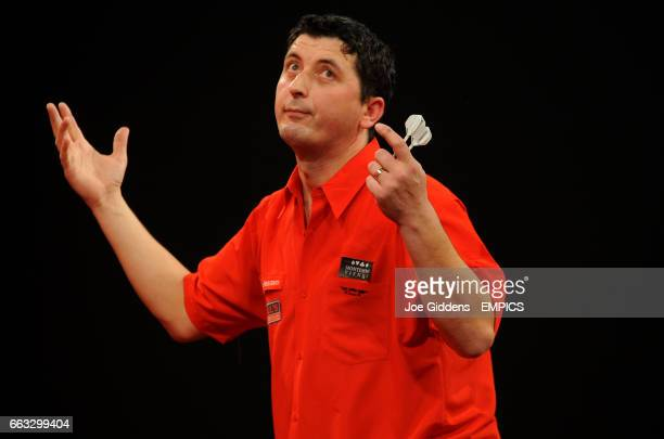 Mensur Suljovic reacts during his second round match against Mark Dudbridge
