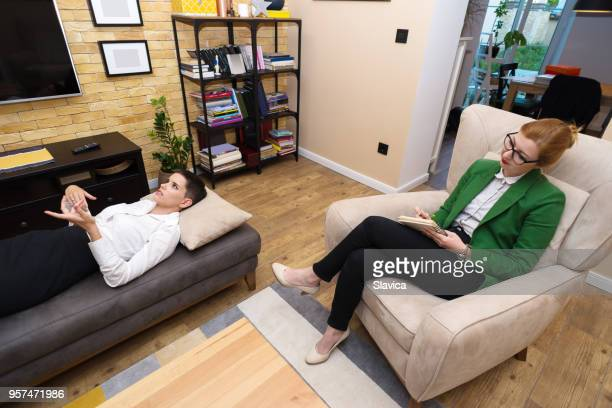 mental health and counseling - psychiatrist's couch stock pictures, royalty-free photos & images