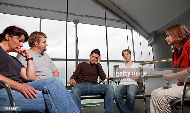 mental health family therapy counseling session - overwerkt stockfoto's en -beelden