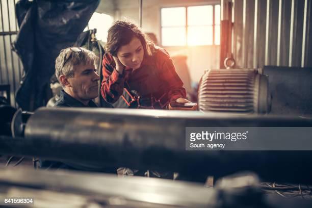 Mentor mit seiner Mädchen-trainee