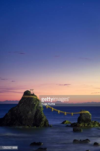 meoto iwa wedding rocks at dawn with mt. fuji in the background - ise mie stock pictures, royalty-free photos & images