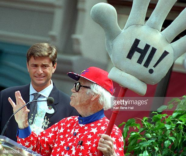MEPressleranimator1KH7/17/96Disneyland president Paul Pressler with Ward Kimball legendary Disney animator and creator of Jiminy Cricket at the...