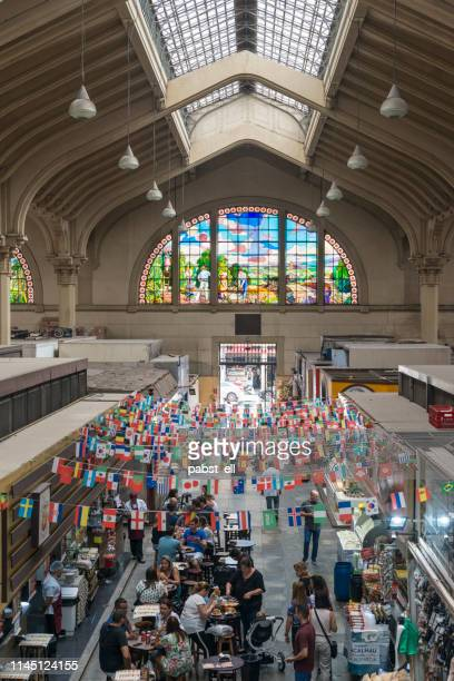 mercado municipal de são paulo market at lunch time - são paulo stock pictures, royalty-free photos & images