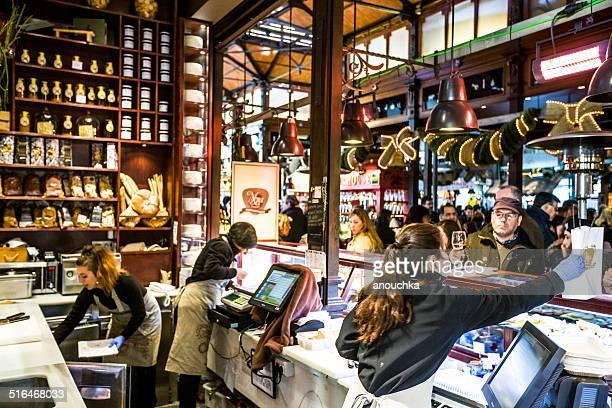 Mercado San Miguel, Madrid: vendors serving customers