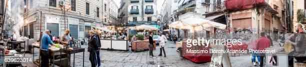 mercato (market) della vucciria, street food - image foto e immagini stock