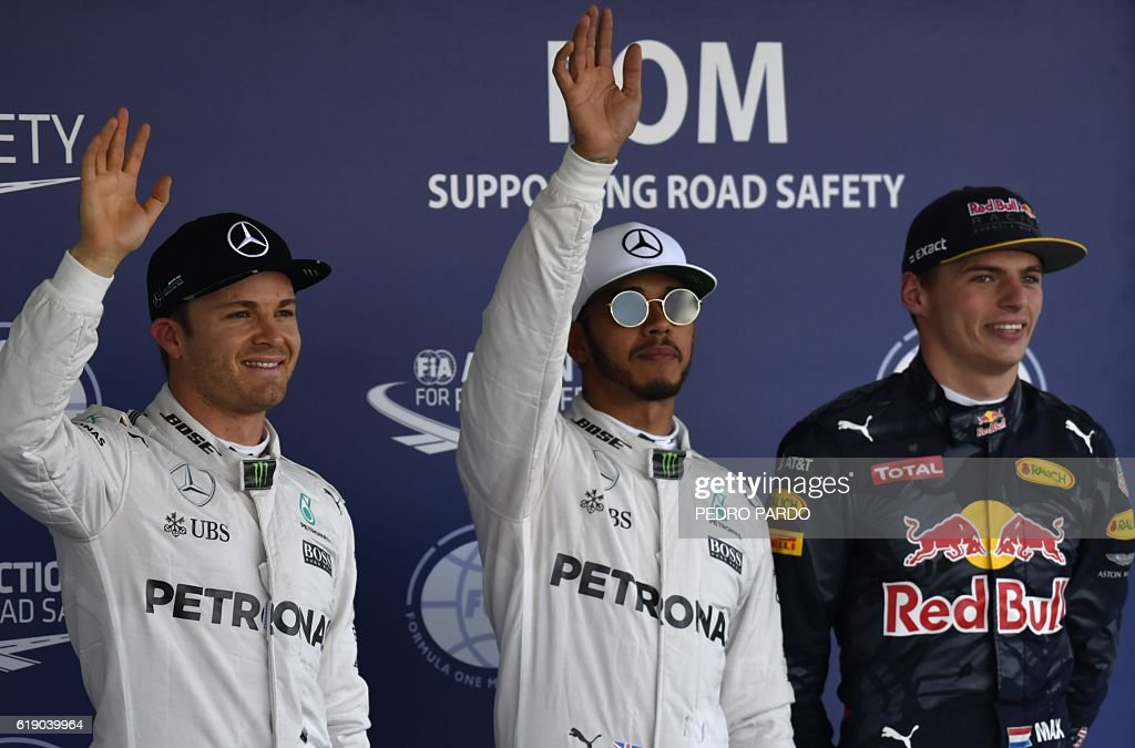 Mercedes AMG Petronas Britain driver Lewis Hamilton (C), Mercedes AMG Petronas German driver Nico Rosberg (L) and Red Bull Racing Dutch driver Max Verstappen are seen after the Formula One Mexico Grand Prix qualifying session at the Hermanos Rodriguez circuit in Mexico City on October 29, 2016. Championship leader Nico Rosberg rescued his record of qualifying in the top two at every race this season when he grabbed second place behind pole-sitting Mercedes team-mate Lewis Hamilton in Saturdays qualifying for Sundays Mexican Grand Prix. / AFP / PEDRO