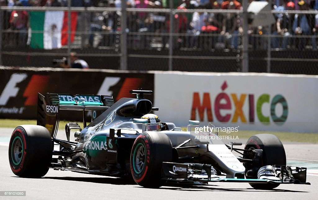 Mercedes AMG Petronas F1 Team British driver Lewis Hamilton, drives his car during the Formula One Mexico Grand Prix qualifying session at the Hermanos Rodriguez circuit in Mexico City on October 29, 2016. / AFP / ALFREDO