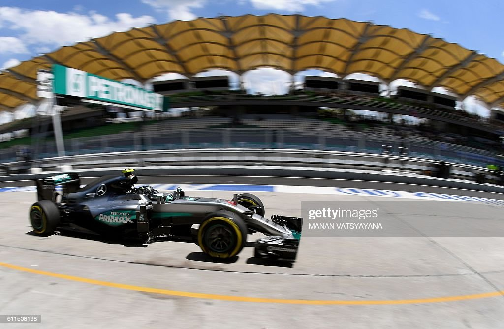 Mercedes AMG Petronas F1 Team's German driver Nico Rosberg drives into the pit-lane during the second practice session of the Formula One Malaysian Grand Prix in Sepang on September 30, 2016. / AFP / MANAN