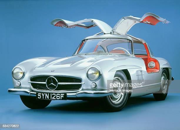 Mercedes Benz 300SL Gullwing in blue studio 2000