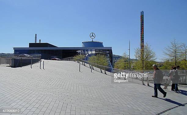 mercedes-benz museum stuttgart - mercedes benz markenname stock-fotos und bilder