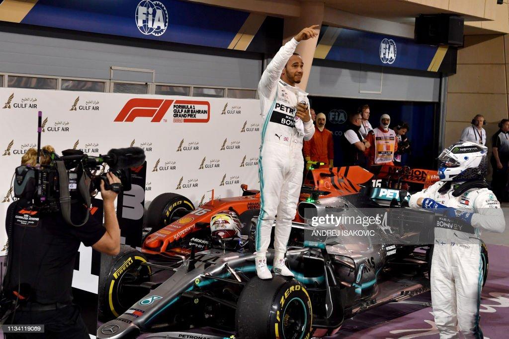 TOPSHOT-AUTO-F1-PRIX-BAHRAIN : News Photo