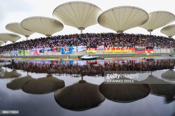 Mercedes' British driver Lewis Hamilton drives during the Formula One Chinese Grand Prix in Shanghai on April 9 2017 / AFP PHOTO / Johannes EISELE