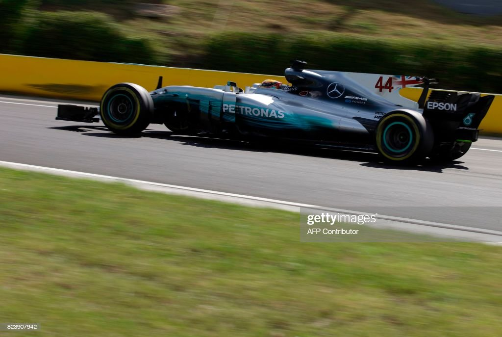 TOPSHOT - Mercedes' British driver Lewis Hamilton drives during the free practice session at the ahead of the Formula One Hungarian Grand Prix at the Hungaroring circuit in Mogyorod near Budapest, Hungary, on July 28, 2017. / AFP PHOTO / Peter Kohalmi