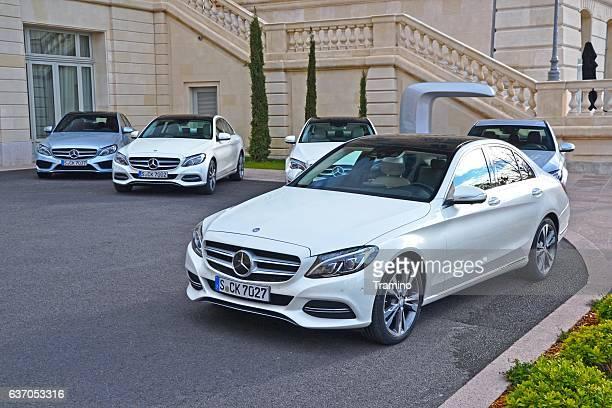 メルセデスベンツ c クラスのお車での駐車場 - メルセデスベンツ ストックフォトと画像