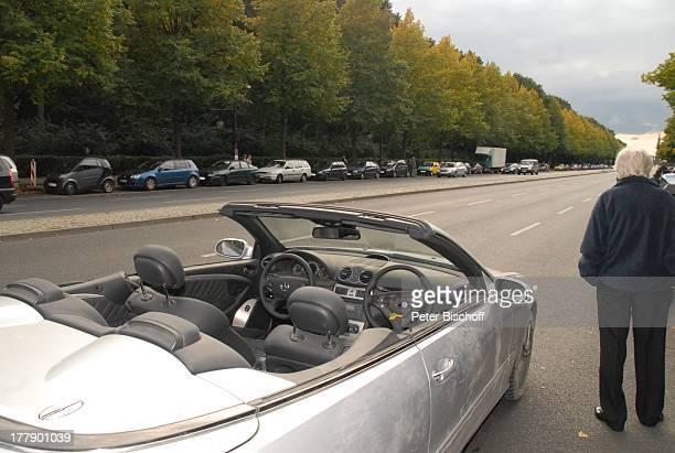 Mercedes CLK-Cabriolet für Dreharbeiten zum Internet-Musik-Video für Auto-Leasing-Kampagne mit J o h a n n e s H e e s t e r s und G i n a - L i s a...