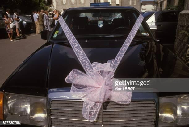 Mercedes decoree pour une ceremonie de mariage en septembre 1993 en France