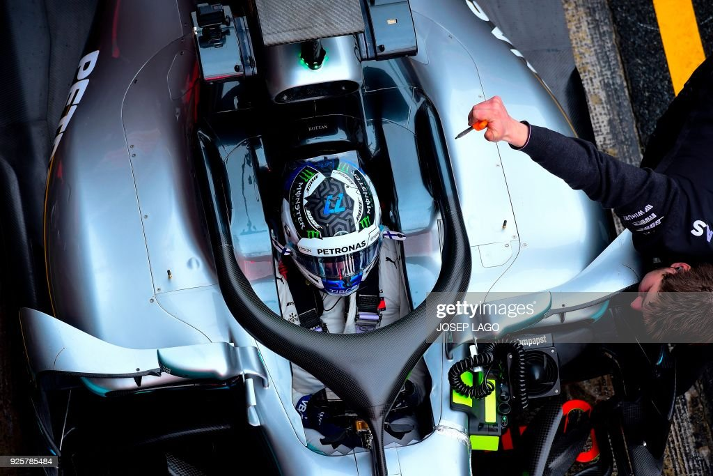 TOPSHOT - Mercedes' Finnish driver Valtteri Bottas rests in the pits at the Circuit de Catalunya on March 1, 2018 in Montmelo on the outskirts of Barcelona during the fourth day of the first week of tests for the Formula One Grand Prix season. / AFP PHOTO / Josep LAGO