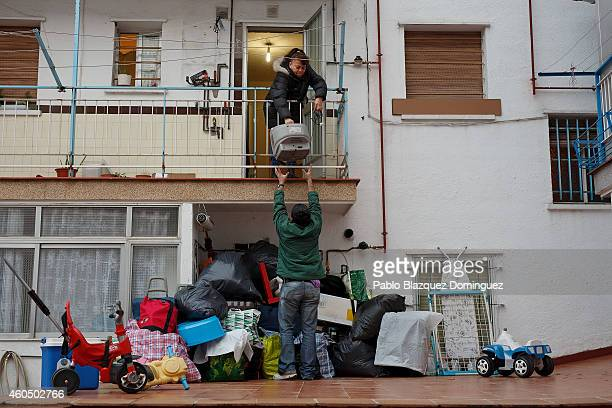 Mercedes Pincay passes her television to a friend out of her home as she waits for her eviction to take place on December 15 2014 in Madrid Spain The...