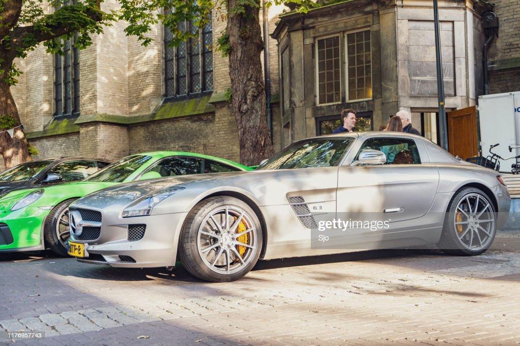 Coche deportivo Mercedes-AMG SLS : Foto de stock