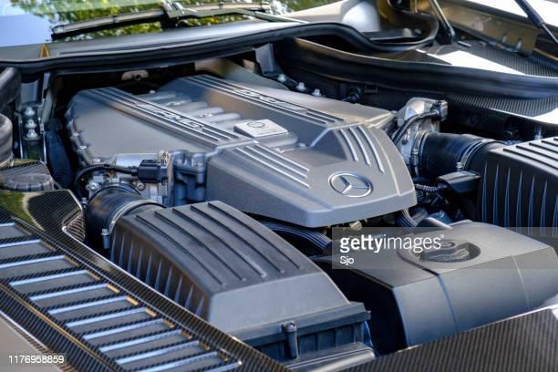 メルセデスamg slsスポーツカーv8エンジン - v型8気筒 ストックフォトと画像