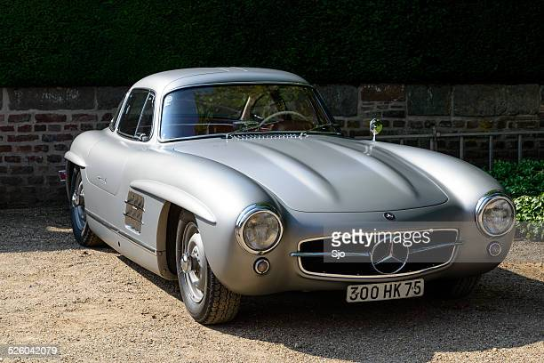 mercedes-benz 300sl gullwing classic sports car front view - mercedes benz 300sl gullwing stock photos and pictures