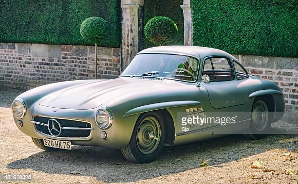 mercedes-benz 300sl gullwing classic sports car - mercedes benz 300sl gullwing stock photos and pictures