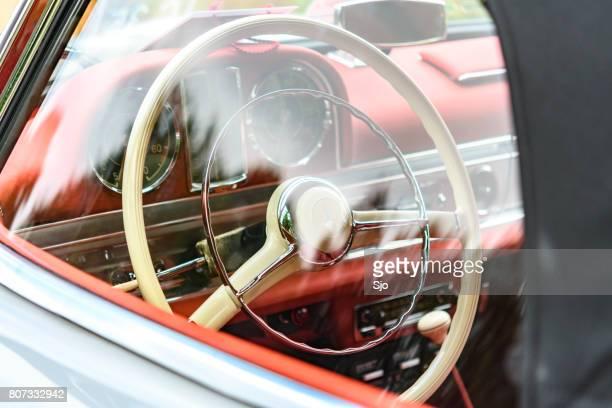 メルセデス ・ ベンツ 300 sl ロードスター コンバーチブルの古典的なスポーツ車詳細