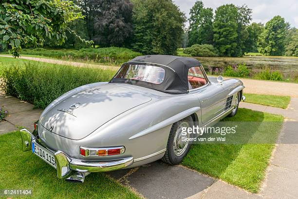"mercedes-benz 300sl roadster convertible classic sports car - ""sjoerd van der wal"" photos et images de collection"