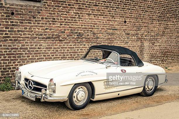 "mercedes-benz 300sl roadster convertible classic sports car - ""sjoerd van der wal"" stockfoto's en -beelden"