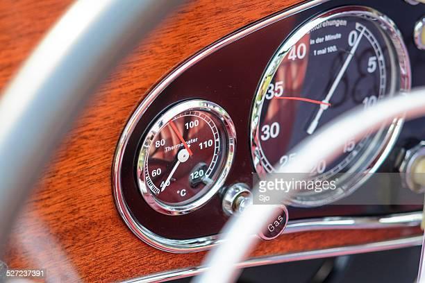 Mercedes-Benz 380K Roadster temperature gauge
