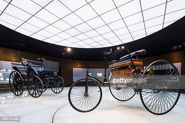 mercedes-benz museum - mercedes benz markenname stock-fotos und bilder