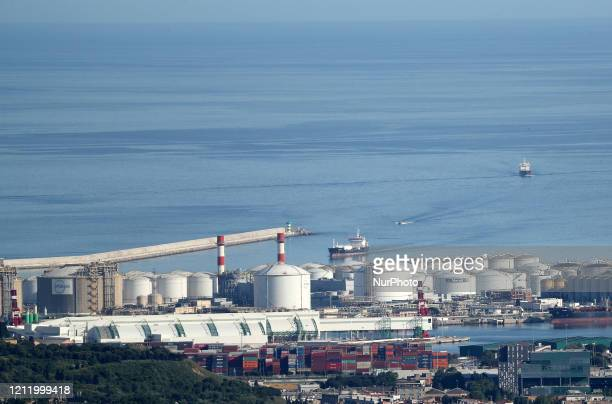 A merchandise ship entering in the port Barcelona reaches historic lows in air pollution on 06th May 2020