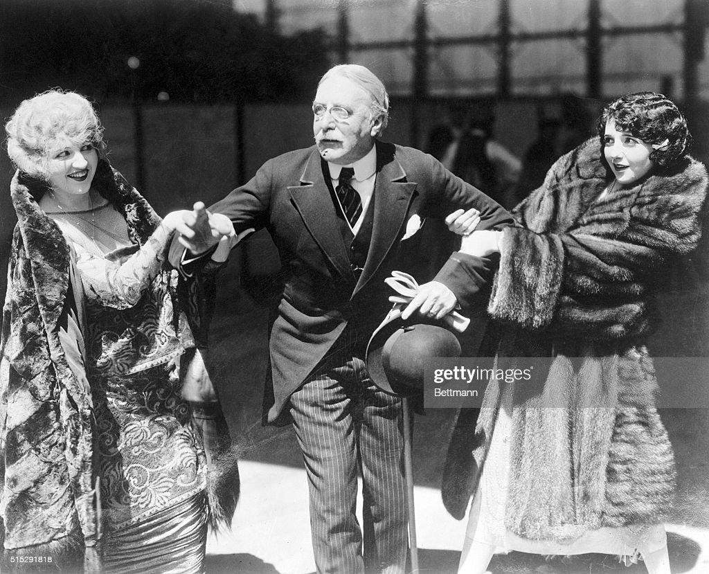 H. Gordon Selfridge Posing with Julia Faye and Bebe Daniels : News Photo