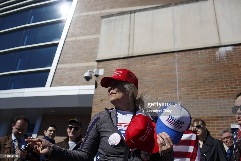 A merchant smokes a cigarette outside of the University of Illinois at Chicago Pavilion where Republican presidential candidate Donald Trump is due to speak at a campaign rally March 11, 2016 in Chicago, Illinois. The Illinois Republican presidential primary will be held March 15.