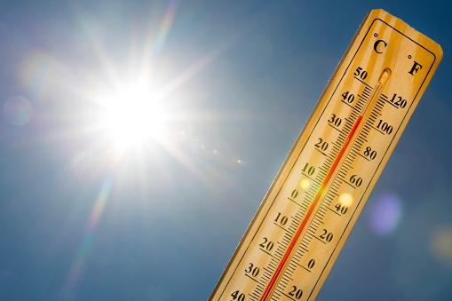 Mercury thermometer Summer heat Sun light 952003758