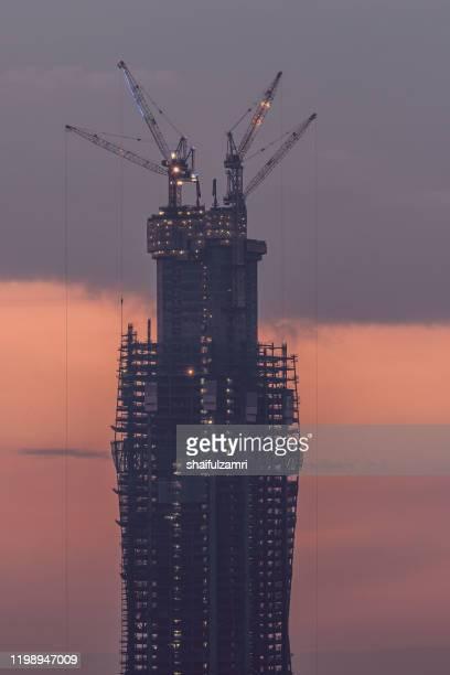 merdeka118 is a 118-story, 644-metre mega tall skyscraper currently under construction in kuala lumpur - shaifulzamri imagens e fotografias de stock